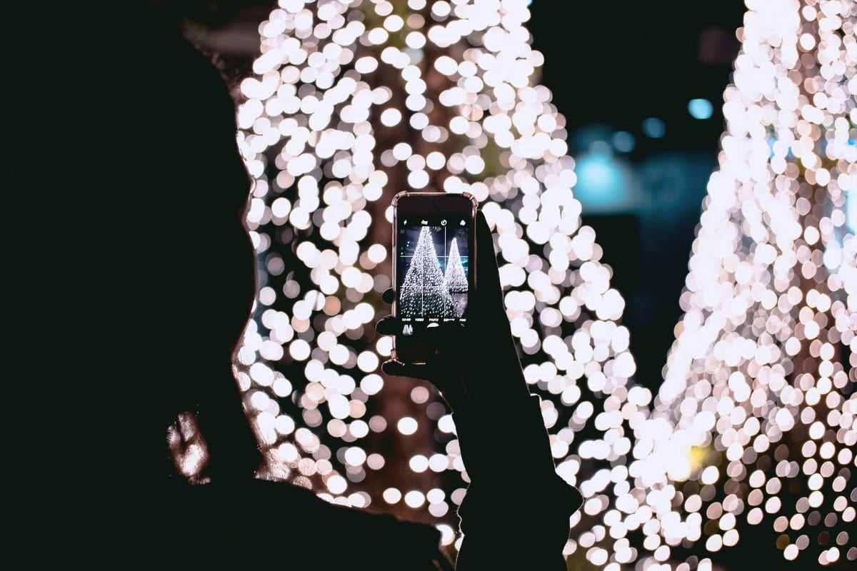 Decorating Your Social Media Profiles for the Holidays